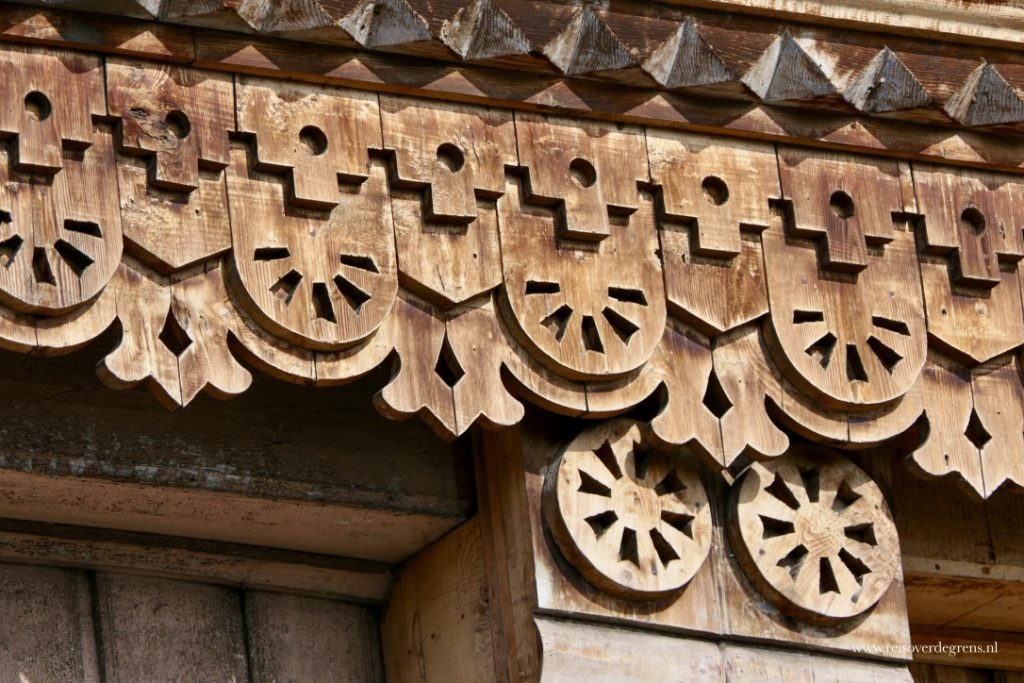 Houtsnijwerk Russisch orthodoxe kerk in Karakol