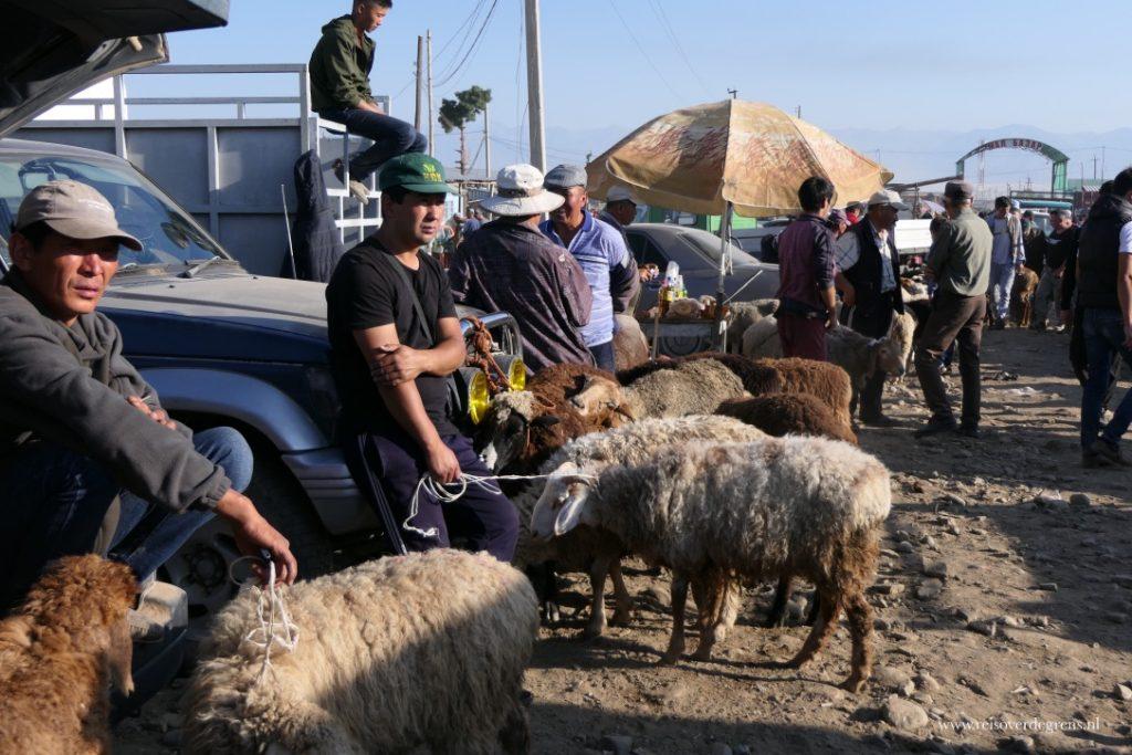 Op de veemarkt van Karakol